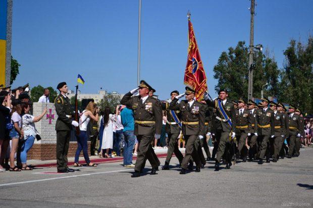 В Харьковском институте танковых войск состоялся выпуск лейтенантов