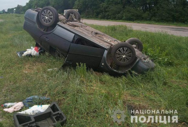 Под Харьковом перевернулся автомобиль