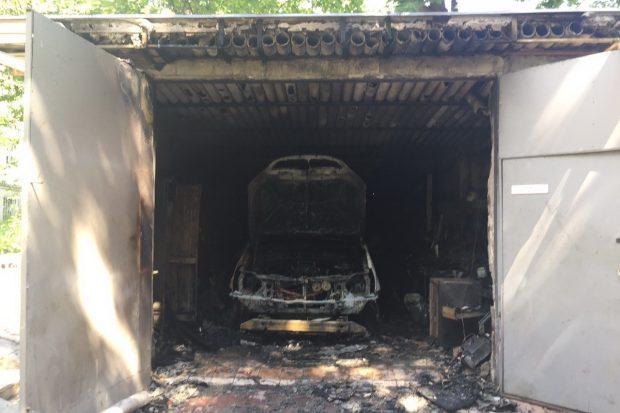В центре Харькова в гараже сгорел автомобиль