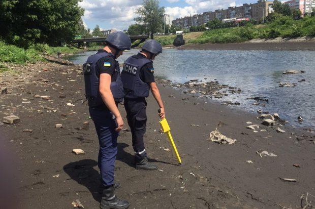 В Харькове пиротехники разминировали еще одну взрывчатку, найденную на берегу реки Лопань