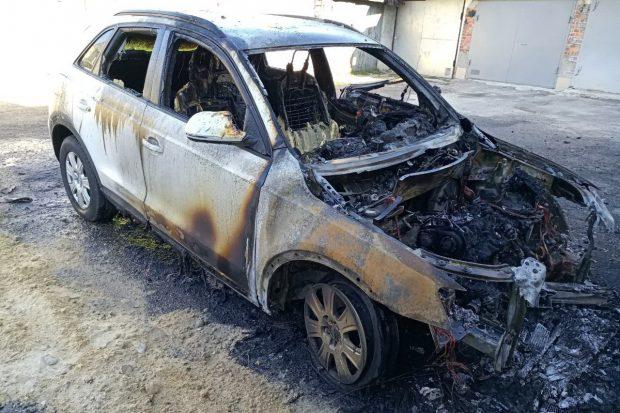 На территории гаражного кооператива в Харькове сгорел автомобиль