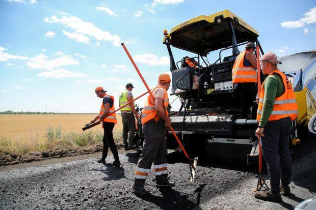 На автодорогах Харьковской области продолжаются ремонтные работы