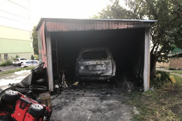 На Салтовке в гараже сгорела Toyota Prado