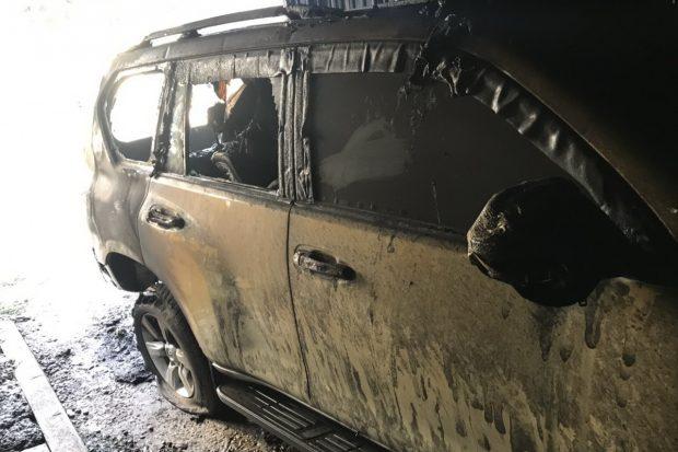 Toyota Prado, которая сгорела в гараже на Салтовке, принадлежит начальнику лесхоза, который должен отчитаться Зеленскому