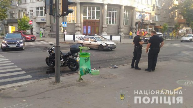 На Пушкинской в результате столкновения мотоцикла и автомобиля пострадал водитель двухколесного транспорта