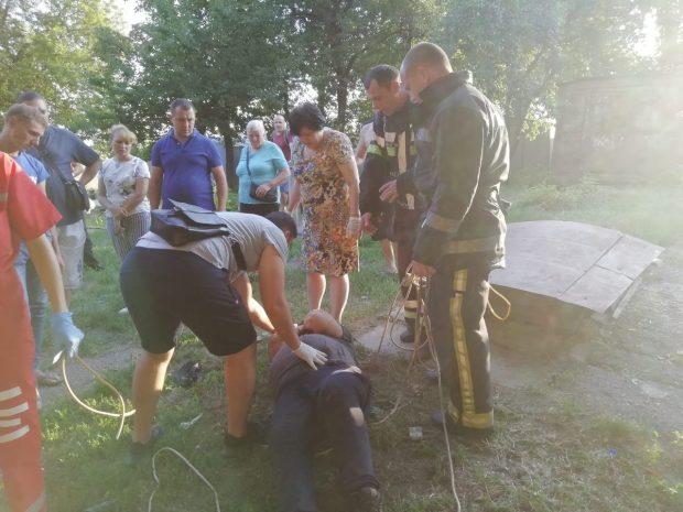 В Харькове двое мужчин в погребе упали в обморок от запаха краски