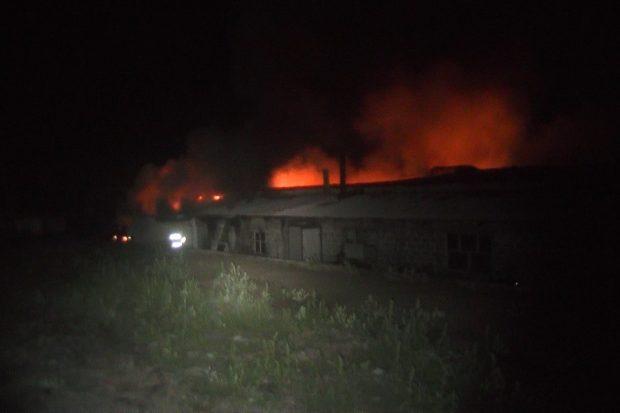В Харьковской области горел частный завод по производству войлока