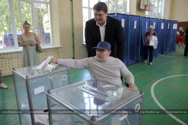 Кернес проголосовал на выборах в Верховную Раду