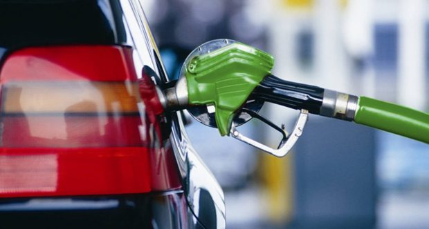Крупнейшие сети АЗС продолжают снижать цены на бензин