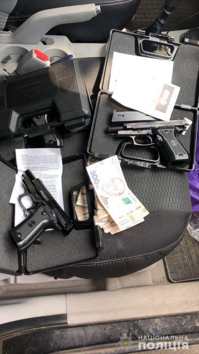 В Харькове работники полиции в ходе спецоперации задержали торговца оружием