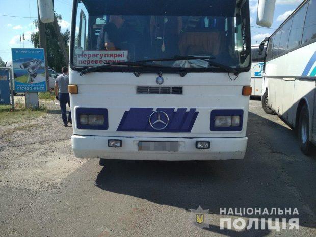 В направлении Харькова едут шесть автобусов с молодыми людьми крепкого телосложения - полиция