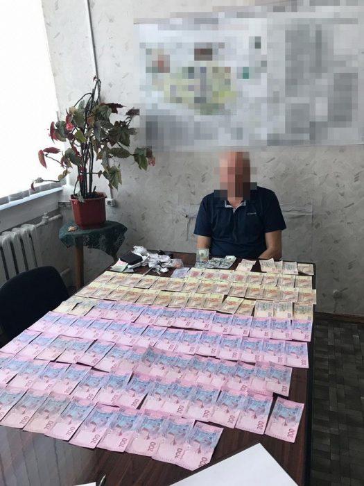 Двоих чиновников завода имени Малышева поймали на взятке