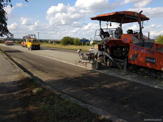 Дорожники отремонтировали уже более 73 км трассы Мерефа - Лозовая - Павлоград
