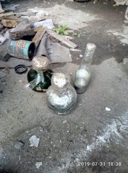 На Салтовке в гаражном кооперативе нашли 12 кг ртути
