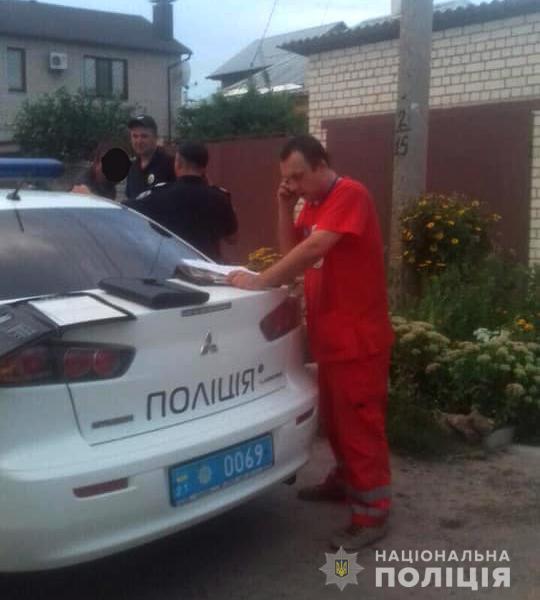 В Харькове пьяный мужчина набросился с ножом на медиков, приехавших его спасать