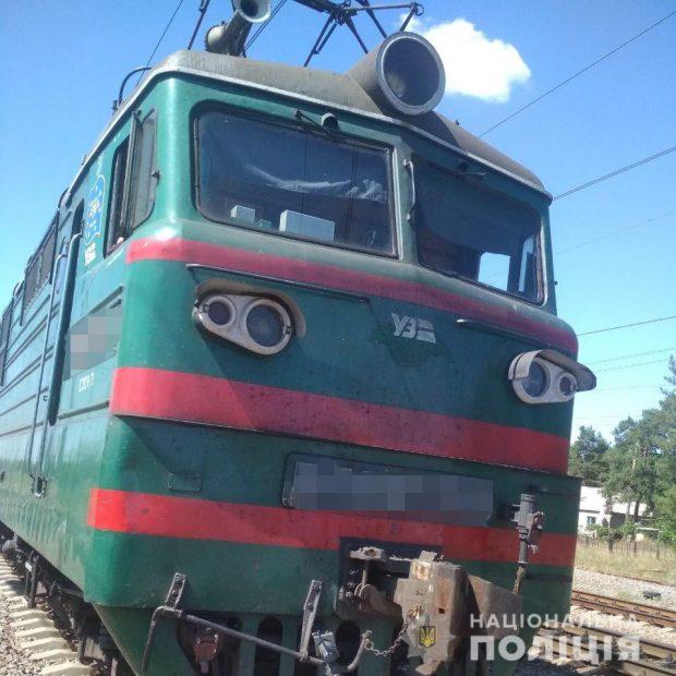 На Харьковщине за прошедшие сутки два человека попали под поезд