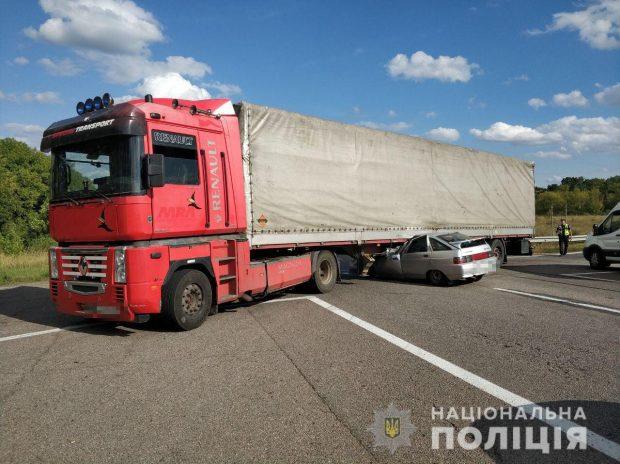 Под Харьковом в результате автокатастрофы погибли три человека