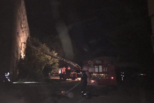 В Харькове горела многоэтажка: пожарные спасли троих детей