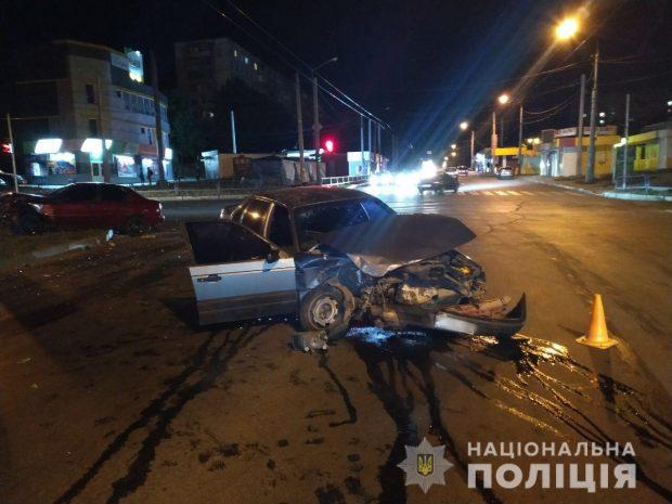 На Салтовке столкнулись два автомобиля: пострадали оба водителя