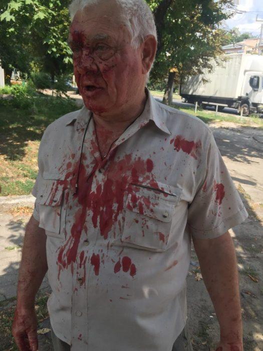 Харьковского полицейского отстранили от службы из-за нападения на пенсионера в трамвае