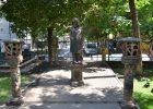 Во дворе Дома со шпилем установили памятник дворнику