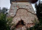 В Чугуеве обвалилась часть стены главной исторической достопримечательности