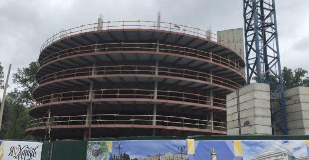 В городе продолжается строительство многоуровневого паркинга