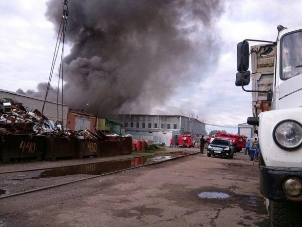 Пожар на СТО по улице Каштановой