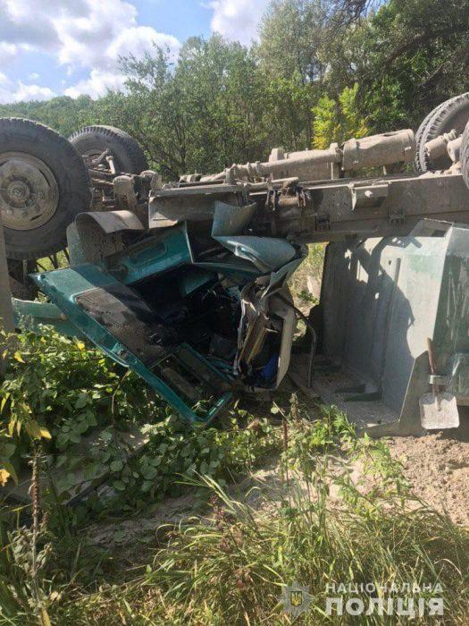 Водителя, который на КамАЗе слетел с моста, готовят к операции