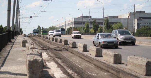 На Коммунальном мосту временно меняется схема движения транспорта