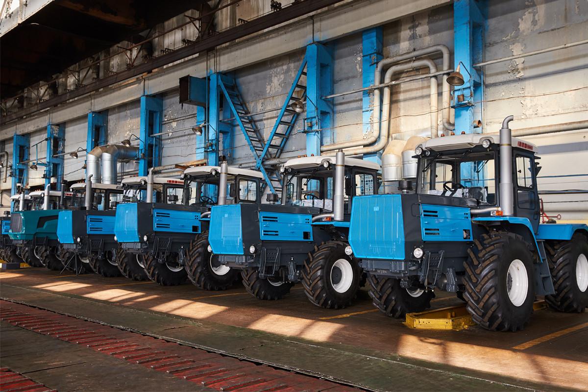 уссурийский тракторный завод фото старый, выдержанный бочках