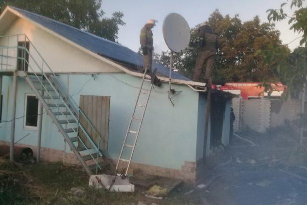 Во время пожара в Первомайском женщина и трое детей отравились угарным газом