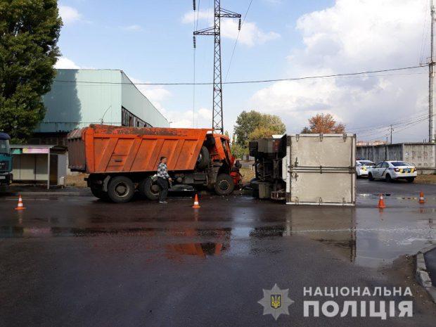 В Харькове столкнулись два грузовика