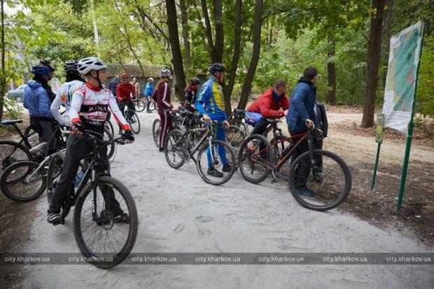 В Лесопарке открыли велодорожку