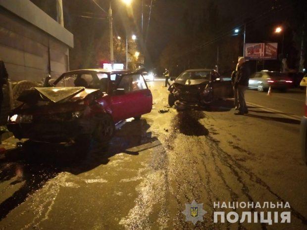 Ночью на Салтовке в результате дорожно-транспортного происшествия травмировались четыре человека