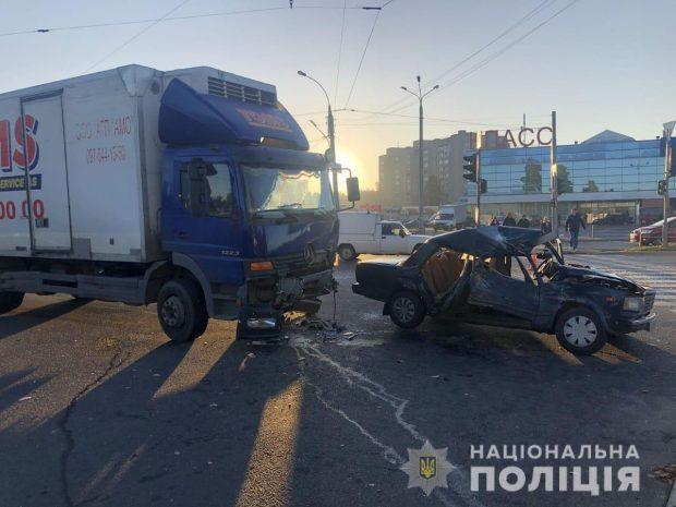 В Харькове в результате аварии травмировались два человека
