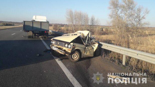 На Харьковщине в результате аварии погиб водитель легковушки