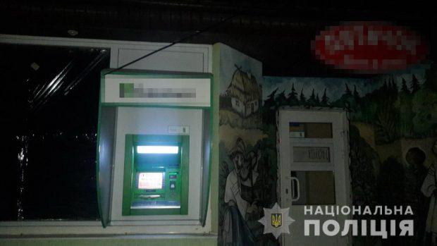 В Харькове неизвестные пытались повредить банкомат и украсть деньги