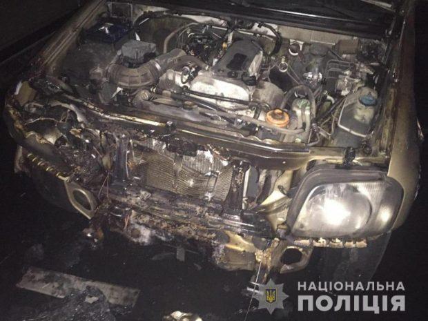 В Харькове ночью мужчина поджег автомобиль