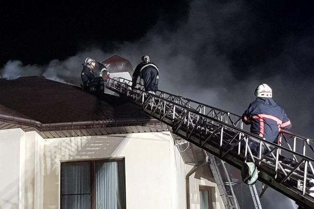 Под Харьковом горел котедж: парень отравился угарным газом