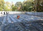 В Харькове завершают монтаж монумента защитникам Украины