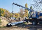 На улице Клочковской прокладывают новый трубопровод