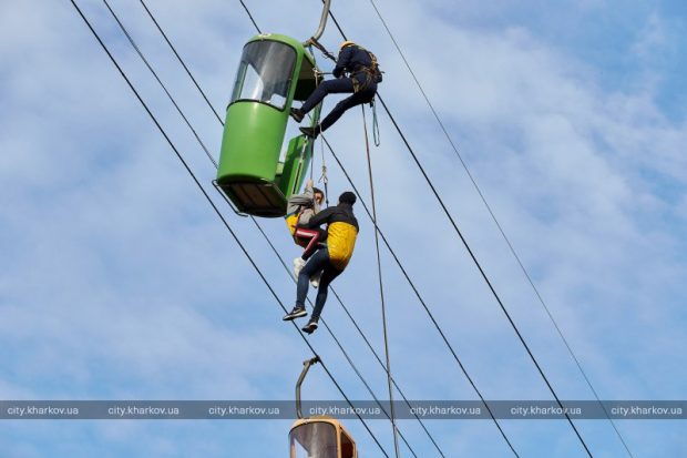 Харьковские спасатели впервые провели учения на канатной дороге