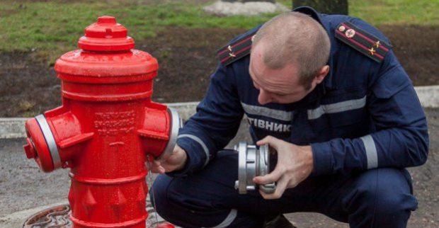 В Харькове устанавливают современные гидранты