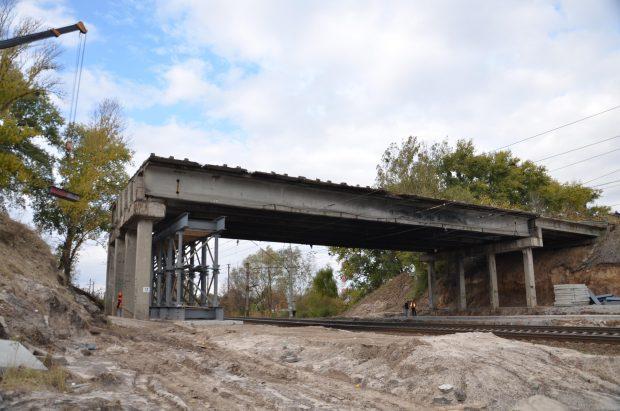 Продолжается ремонт поврежденного моста на окружной