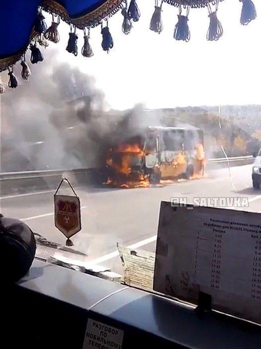 Под Харьковом во время движения загорелся автобус