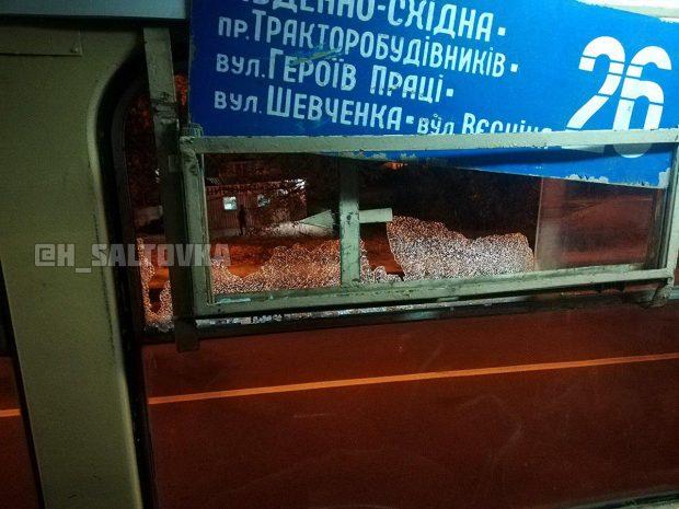 Неизвестные обстреляли трамвай в Харькове