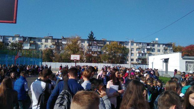 В Харькове бомбу ищут в лицее, в двух гимназиях и двух школах