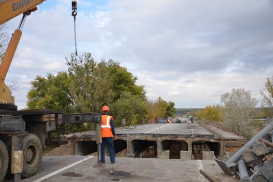 Восстановить движение на поврежденном мосту на окружной планируют до конца года
