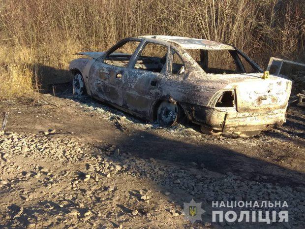 На пустыре нашли сожженную евробляху, на которой могли скрыться организаторы взрыва в центре Харькова